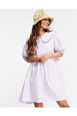 Neon Rose Kvinder Festkjoler - Smock-minikjole med krave i pastelfarvede gingham-tern
