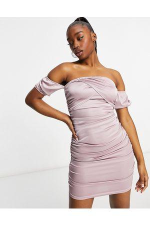 Parisian Bodycon-kjole med offshoulder-detalje i støvet lyslilla satin