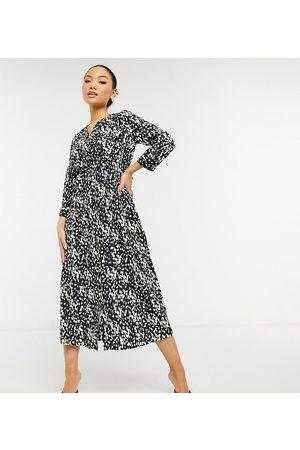 VERO MODA Slå-om-midikjole med bindebånd i taljen med sort og hvidt print