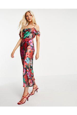 HOPE & IVY Slip-midaxikjole i satin med cold shoulder og farverigt blomstermønster-Multifarvet