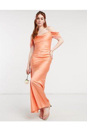 HOPE & IVY Kvinder Underkjoler - Brudepiger - Slip-kjole i midaxi-længde med coldshoulder-detalje i ferskenfarvet satin-Lyserød