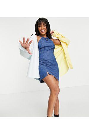 ASOS ASOS DESIGN Petite - Slip-kjole med halterneck i blød, mellemvasket denim