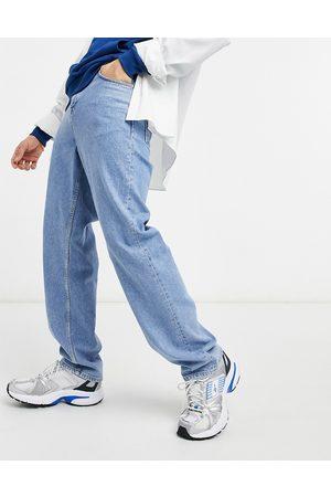 ASOS Afslappede jeans i mellemblå vask
