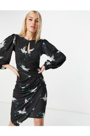 Lipsy London Rynket asymetrisk pencil-kjole med keyhole i sort med fugleprint