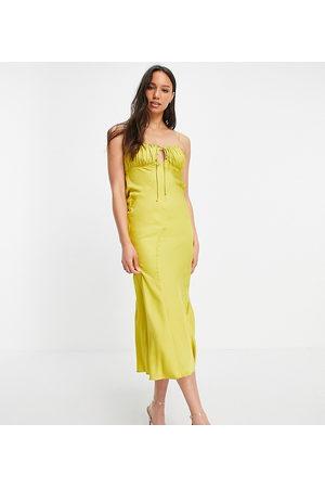 ASOS ASOS DESIGN Tall - Midi-slipkjole med rynket bryst og asymmetrisk snit i sennepsfarvet satin-Blå