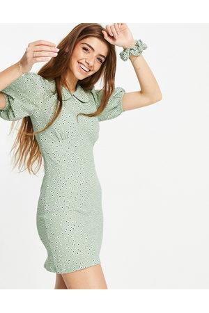 Miss Selfridge Bodycon-minikjole med krave i støvet grøn