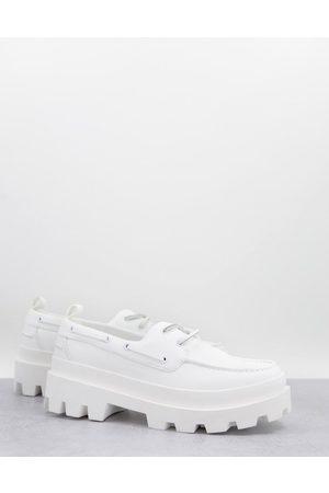 ASOS Sejlersko i hvidt imiteret læder med chunky såle