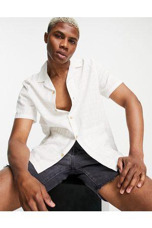 ASOS Tekstureret skjorte med reverskrave og lommer