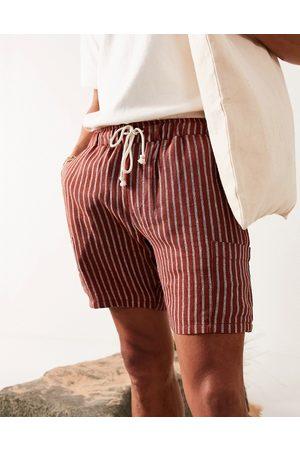 ASOS Smalle shorts med røde striber og lommer
