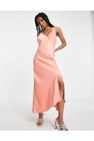 River Island Kvinder Asymmetriske kjoler - Lyserød asymmetrisk slip-midikjole i satin