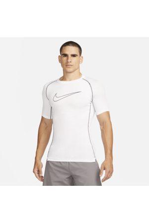 Nike Kortærmet Pro Dri-FIT-overdel med tætsiddende pasform til mænd