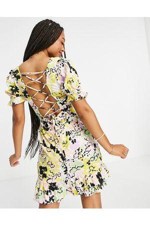 Influence Kvinder Festkjoler - Minikjole med firkantet hals og stropdetaljer på ryggen i blomstermønster