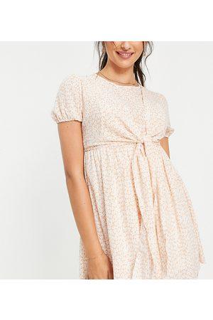 In The Style Maternity Kvinder Festkjoler - X Dani Dyer - Minikjole med sløjfedetalje i lyserødt og print