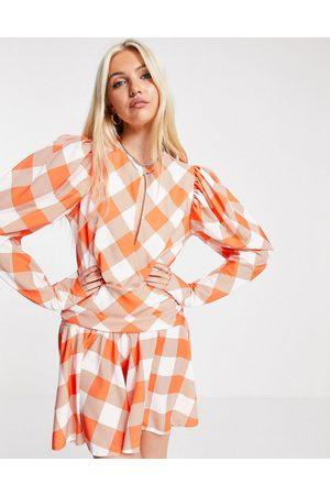 John Zack Kvinder Casual kjoler - Mini-skaterkjole i orange tern med dyb udskæring - Kun hos ASOS