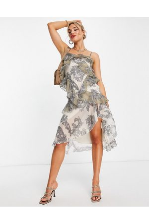ASOS Midikjole med asymmetrisk snit, blandet paisley-print og rynket ryg