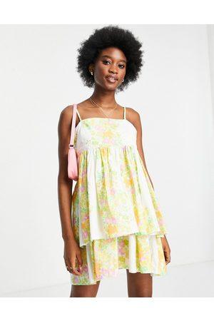 ASOS Mini bandeau-solkjole med aftagelige stropper og dobbeltlag i blomsterprint-Multifarvet