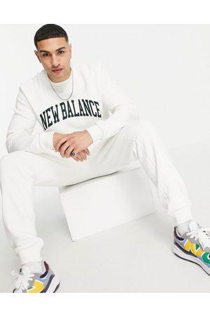 New Balance Mænd Sweatshirts - Sweatshirt med college-print i råhvid og grøn