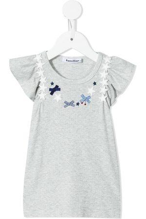Familiar T-shirt med applikeret detalje og flutter-ærmer