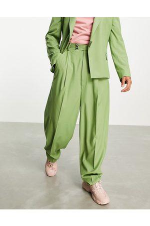 ASOS DESIGN Højtaljede habitbukser i khakifarvet twill med ballonben-Grøn