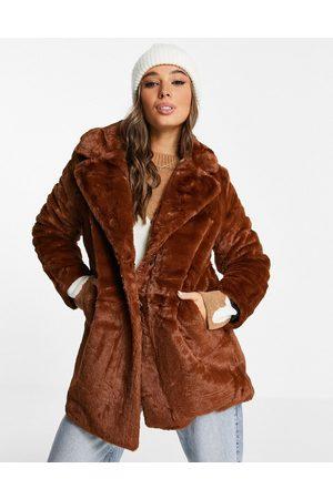 Wednesday's Girl Oversized longline-frakke i imiteret pels-Brun