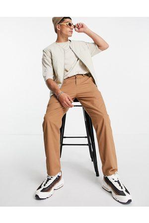 ASOS Lette bukser i brun i skater-pasform